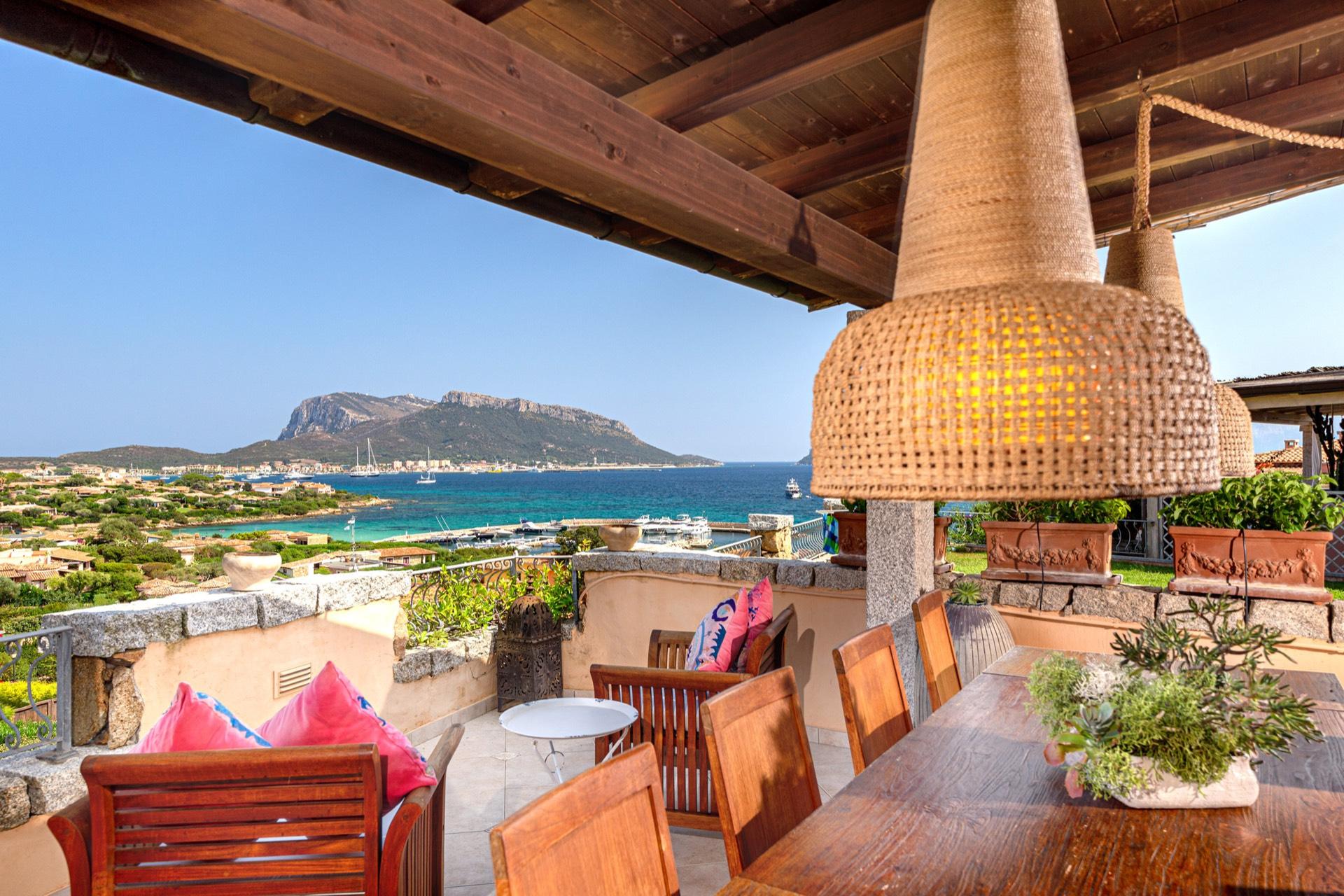 Appartamento in vendita a Golfo Aranci, 6 locali, prezzo € 820.000 | CambioCasa.it