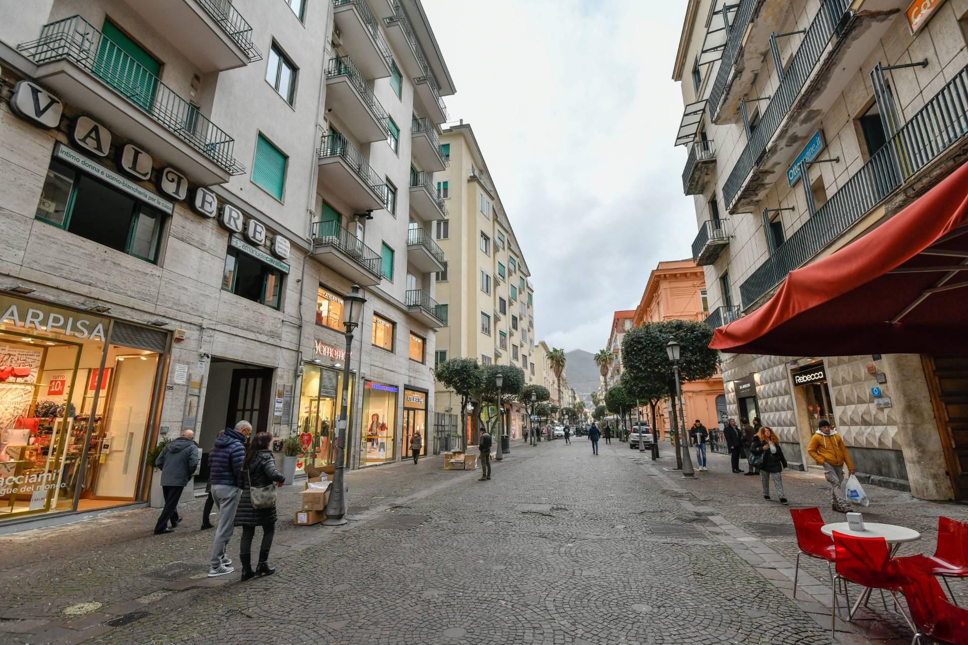 Appartamento in vendita a Salerno, 5 locali, zona Zona: Centro, prezzo € 695.000 | CambioCasa.it