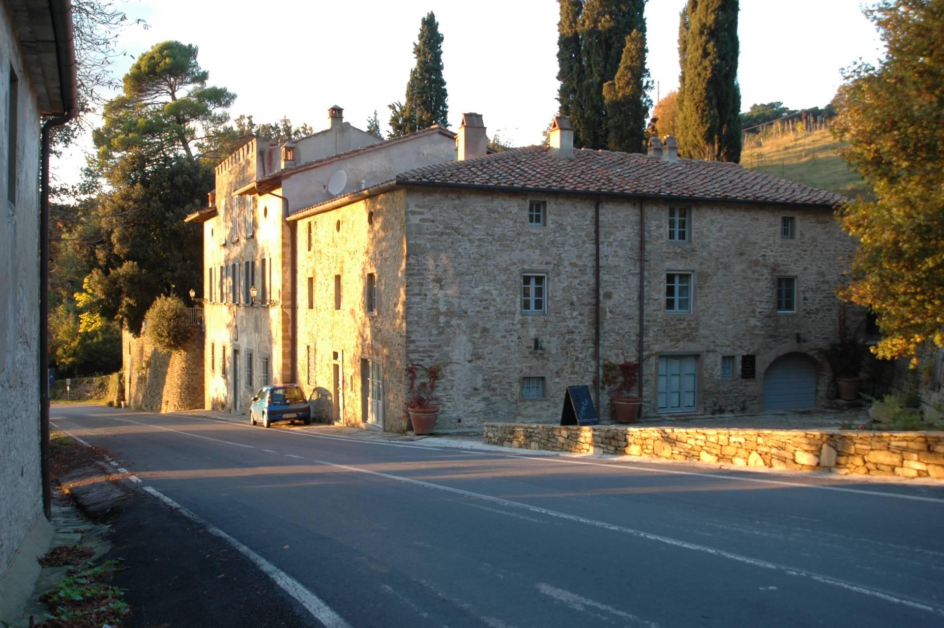 Appartamento in vendita a Anghiari, 14 locali, zona Zona: Scheggia, prezzo € 550.000 | CambioCasa.it