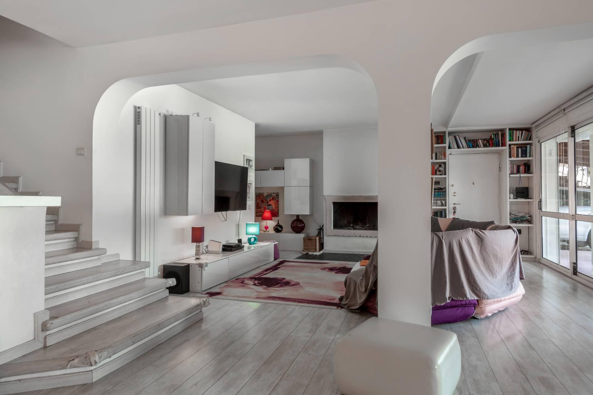 Villa in vendita a Castelnuovo di Porto, 9 locali, prezzo € 440.000 | CambioCasa.it