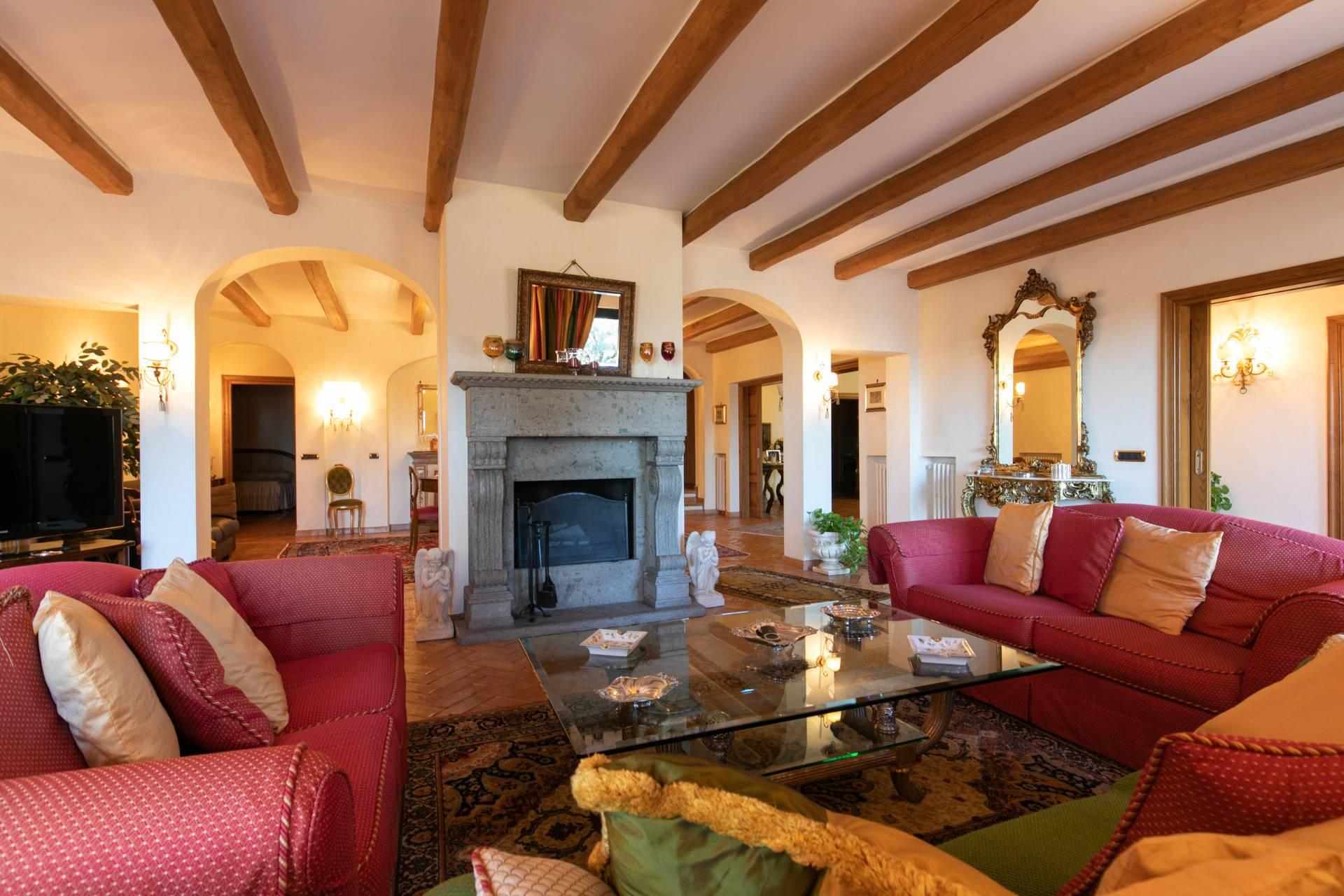Villa in vendita a Frascati, 15 locali, prezzo € 2.000.000 | CambioCasa.it