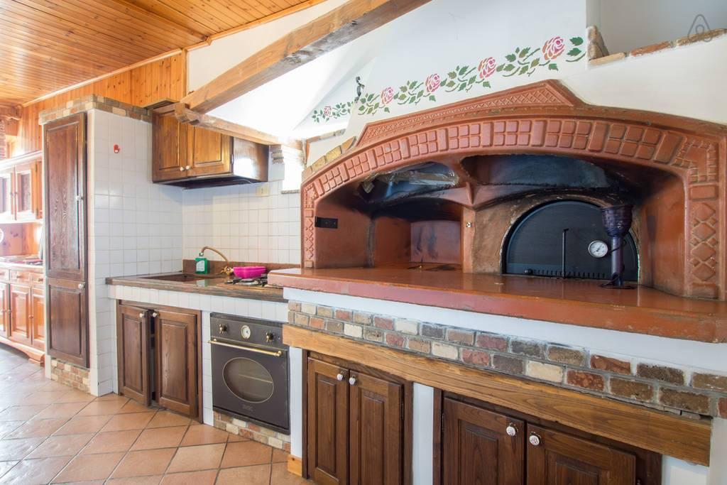 Appartamento in vendita a Ronciglione, 2 locali, zona Località: centrale, prezzo € 35.000   CambioCasa.it