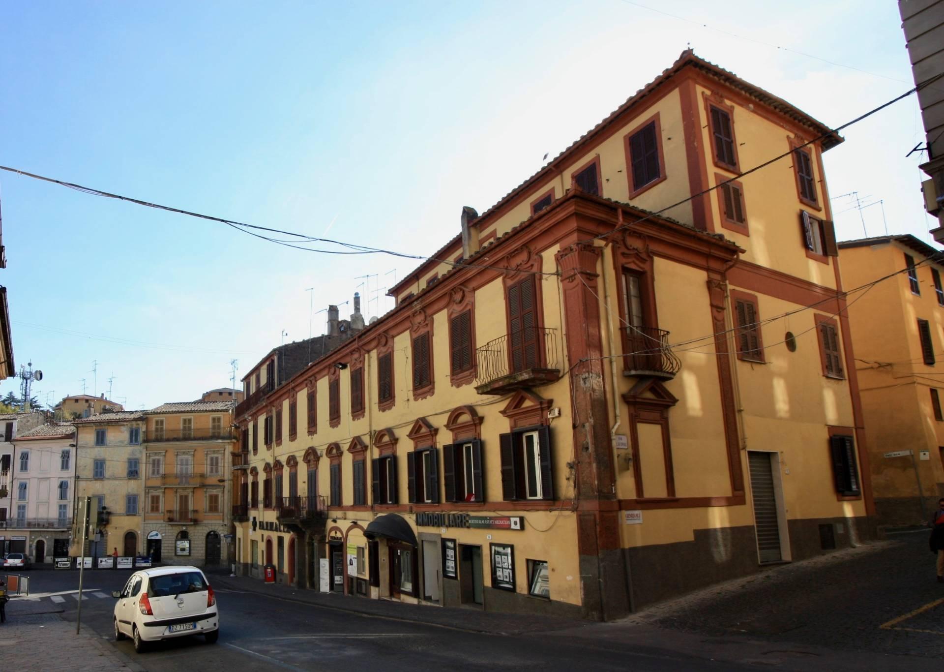 Appartamento in vendita a Ronciglione, 4 locali, zona Località: centrale, prezzo € 85.000   CambioCasa.it