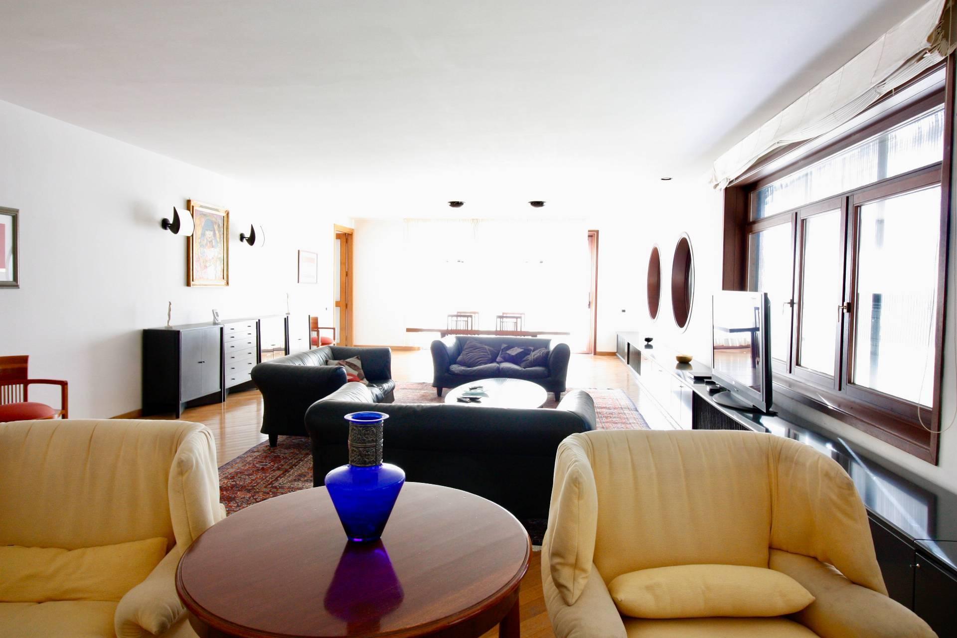 Villa in vendita a Ronciglione, 18 locali, zona Località: semi-centrale, prezzo € 495.000 | CambioCasa.it
