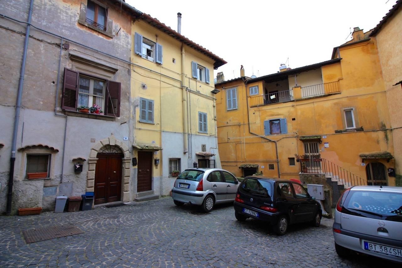 Appartamento in vendita a Ronciglione, 2 locali, zona Località: centrale, prezzo € 33.000 | CambioCasa.it