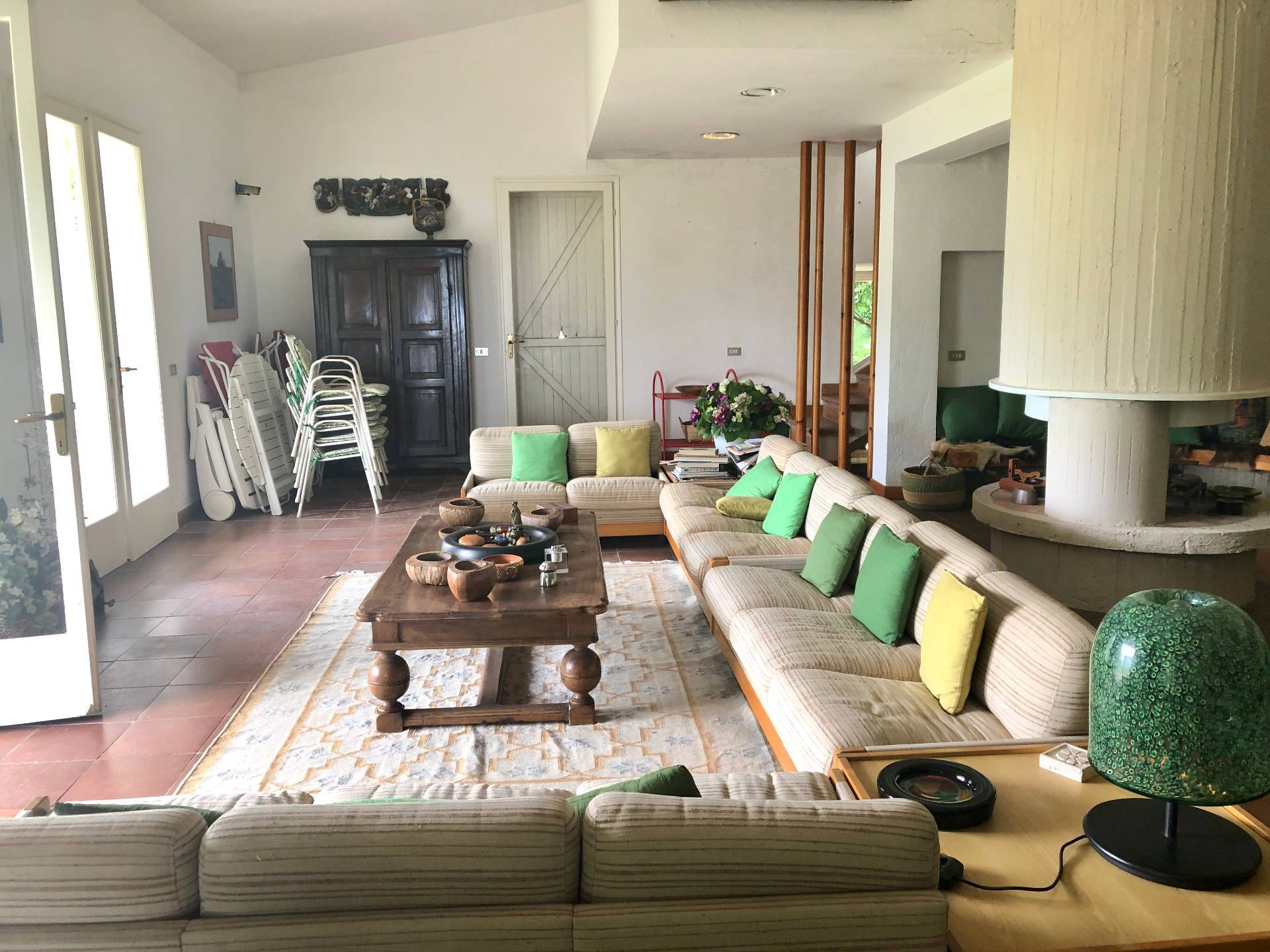 Villa in vendita a Ronciglione, 16 locali, prezzo € 220.000   CambioCasa.it