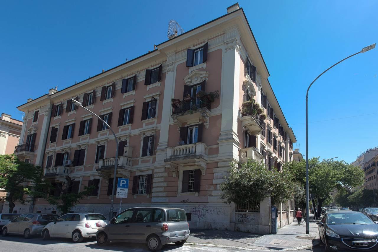 Appartamento in vendita a Roma, 8 locali, zona Località: S.Giovanni, prezzo € 695.000 | CambioCasa.it