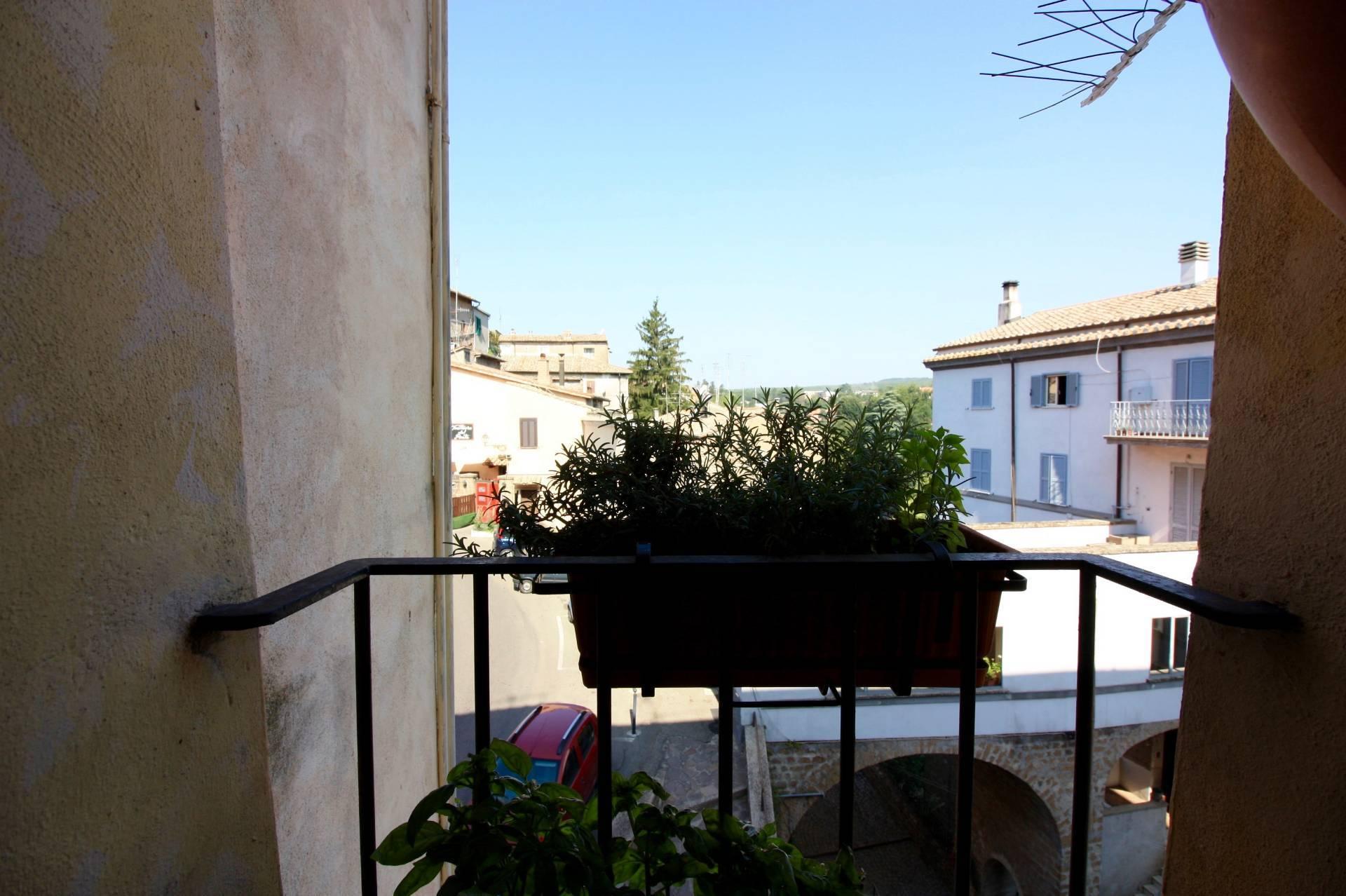 Appartamento in vendita a Capranica, 3 locali, prezzo € 35.000   CambioCasa.it
