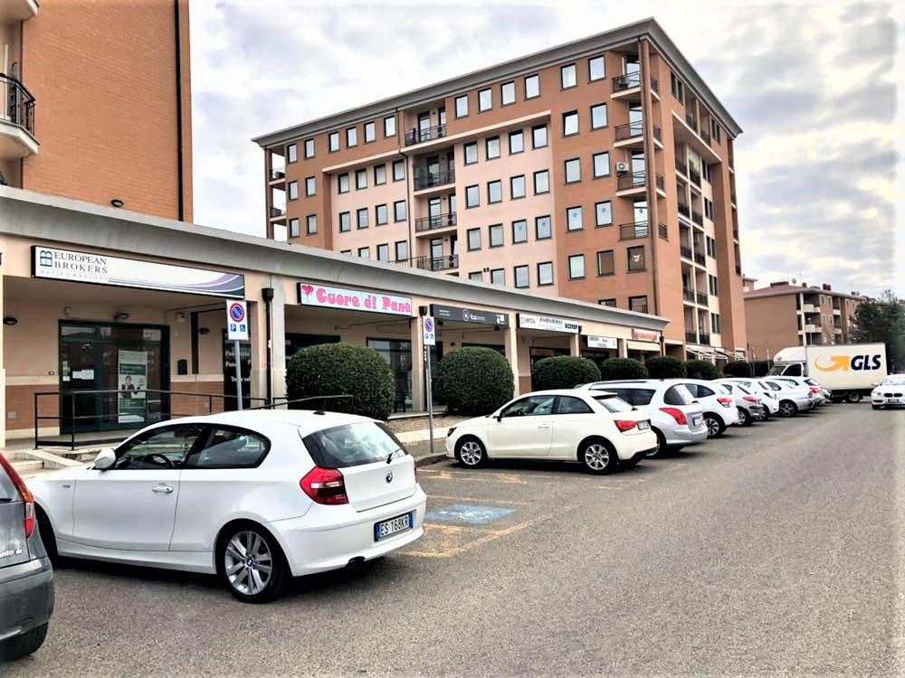 Negozio / Locale in vendita a Viterbo, 9999 locali, zona Località: Riello, prezzo € 200.000   CambioCasa.it