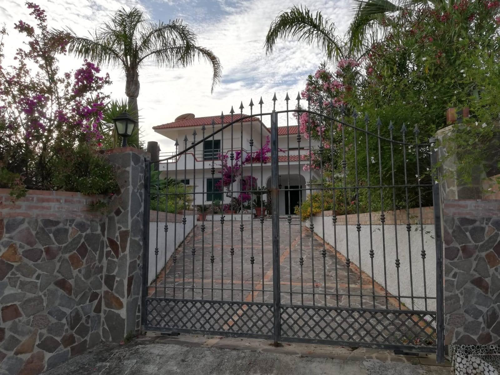 Villa in vendita a Ricadi, 5 locali, prezzo € 450.000   CambioCasa.it