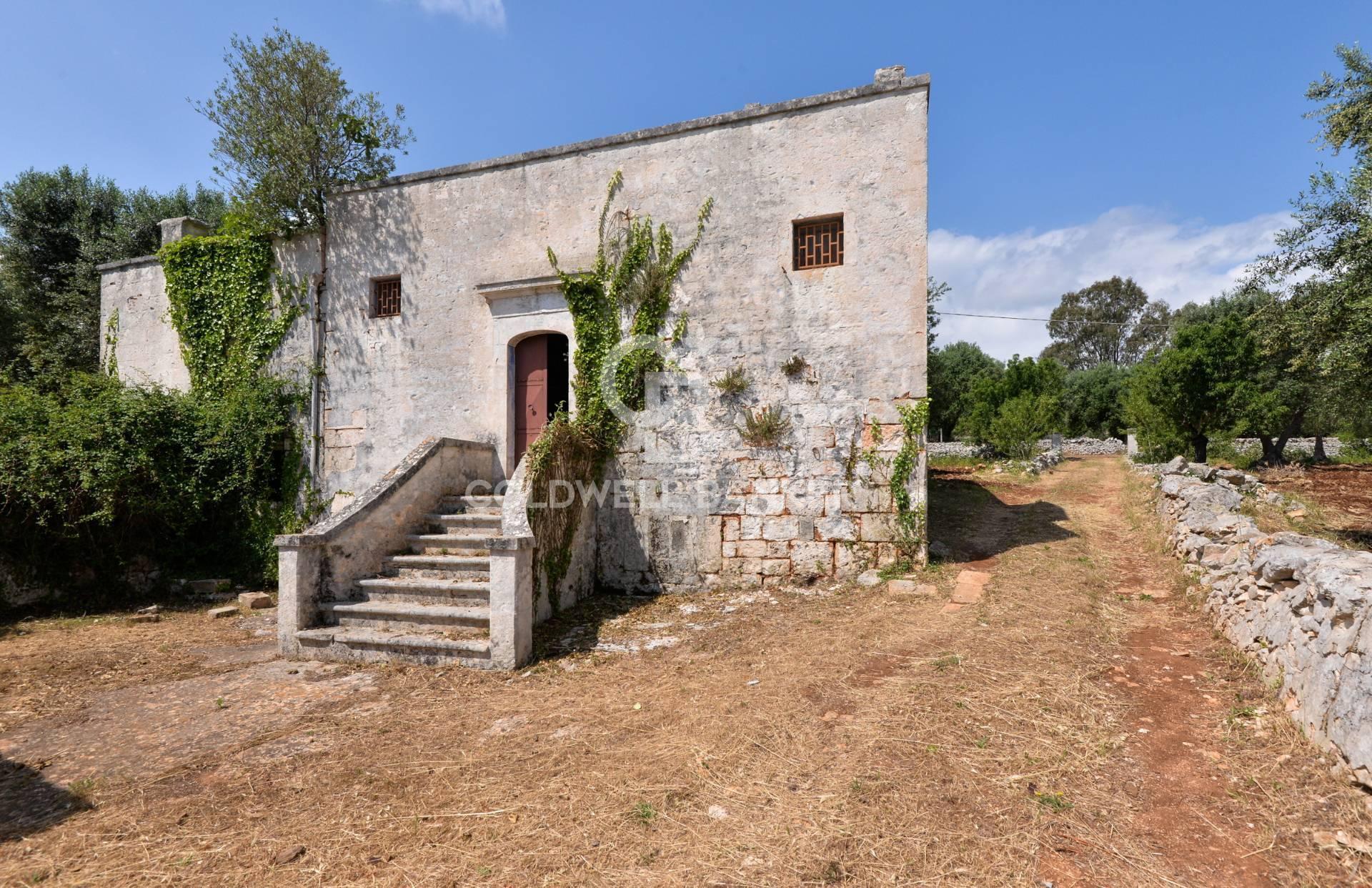 Rustico / Casale in vendita a Ostuni, 6 locali, prezzo € 310.000 | CambioCasa.it