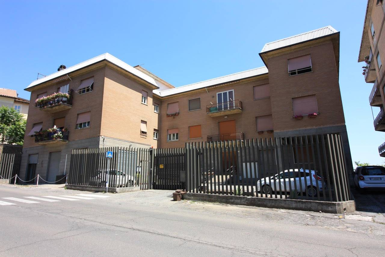 Appartamento in affitto a Ronciglione, 2 locali, zona Località: semi-centrale, prezzo € 350 | CambioCasa.it