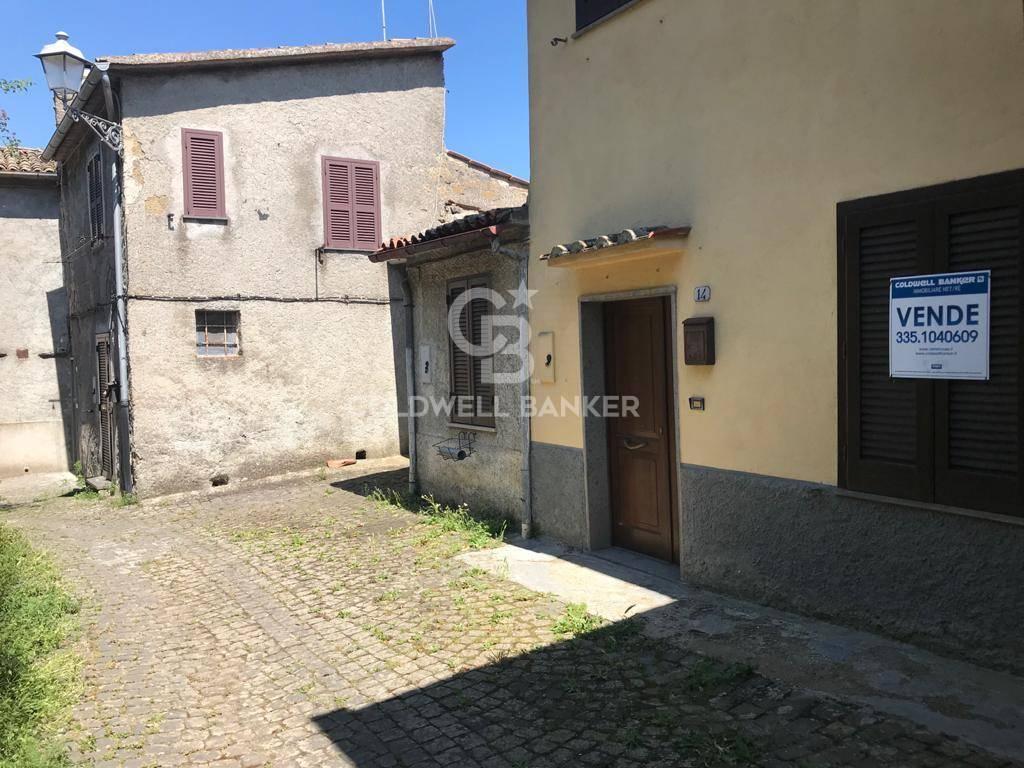 Appartamento in vendita a Gradoli, 7 locali, prezzo € 53.000 | CambioCasa.it