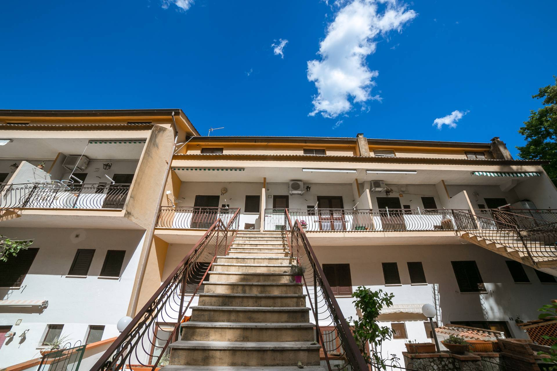 Appartamento in vendita a San Giovanni a Piro, 3 locali, zona Zona: Scario, prezzo € 59.000 | CambioCasa.it
