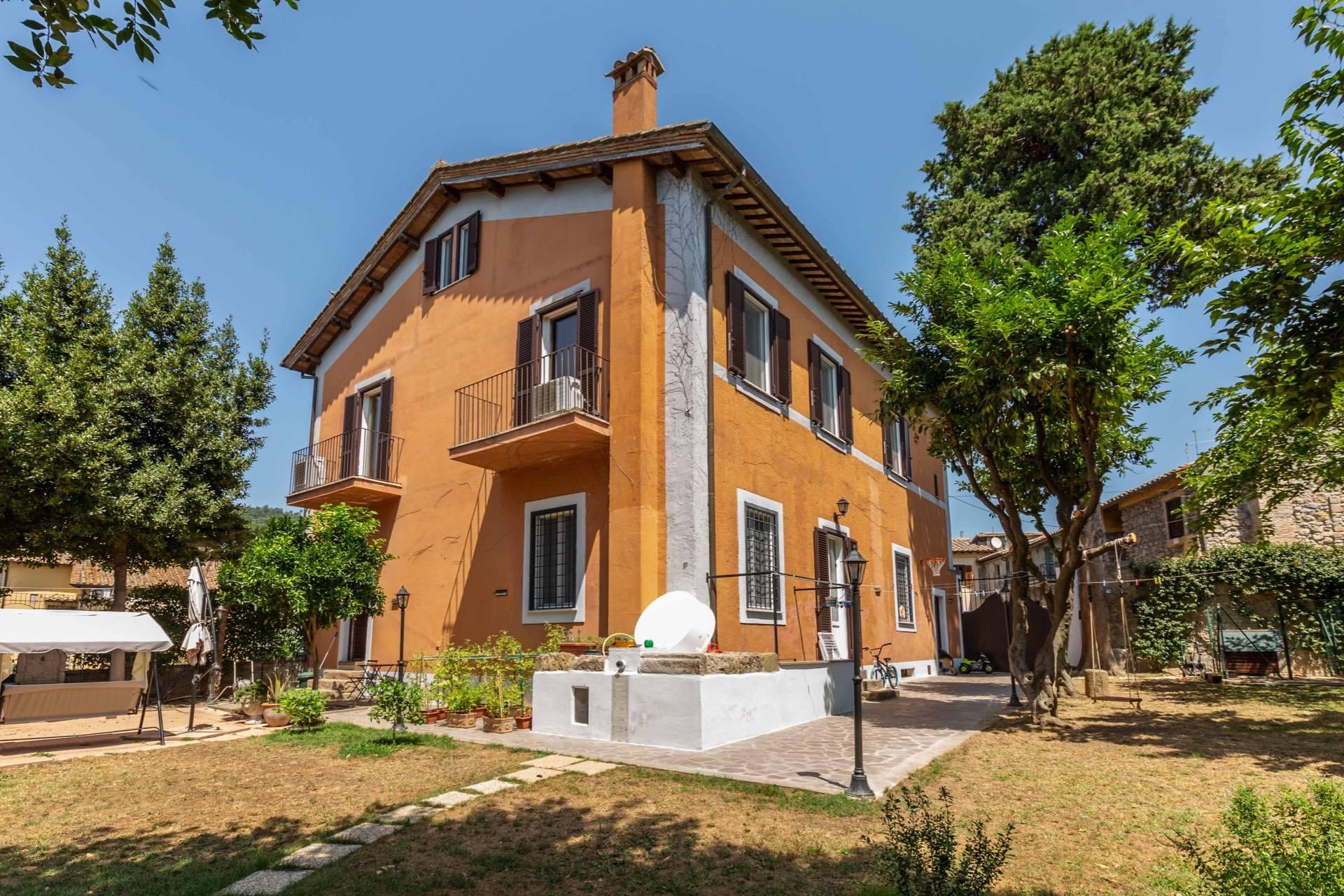Soluzione Indipendente in vendita a Manziana, 12 locali, zona Zona: Quadroni, prezzo € 730.000 | CambioCasa.it