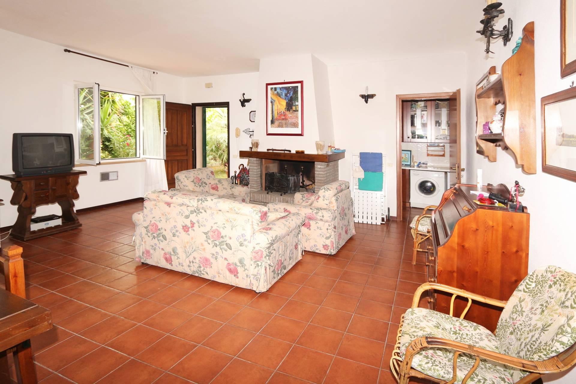 Villa in vendita a Tarquinia, 7 locali, zona Località: LidodiTarquinia, prezzo € 335.000 | CambioCasa.it