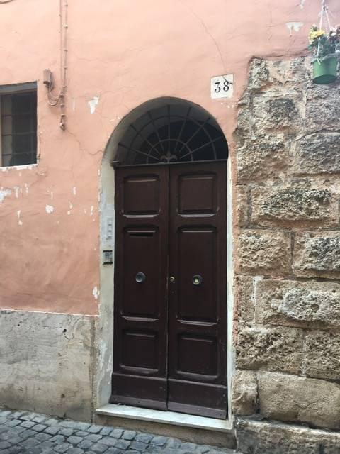Appartamento in vendita a Civita Castellana, 4 locali, zona Località: CentroStorico, prezzo € 39.000 | CambioCasa.it