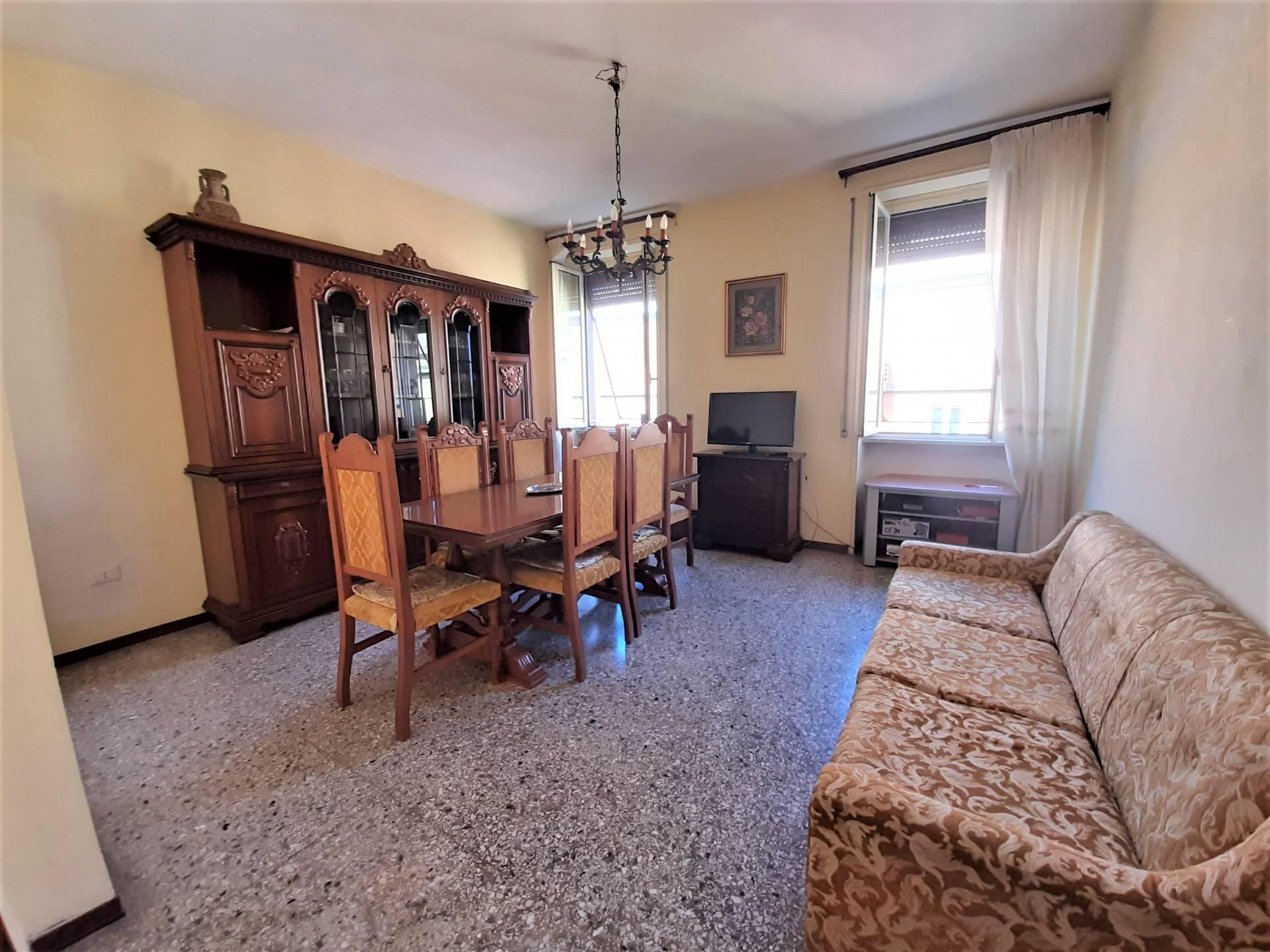 Appartamento in vendita a Viterbo, 5 locali, zona Zona: Centro, prezzo € 70.000 | CambioCasa.it