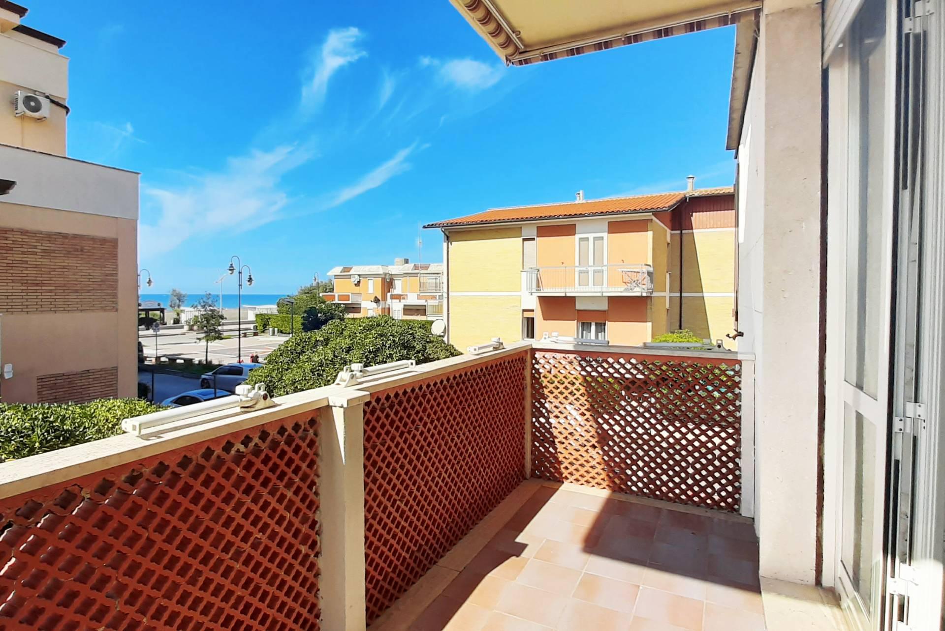 Appartamento in vendita a Tarquinia, 3 locali, zona Località: LidodiTarquinia, prezzo € 195.000 | CambioCasa.it
