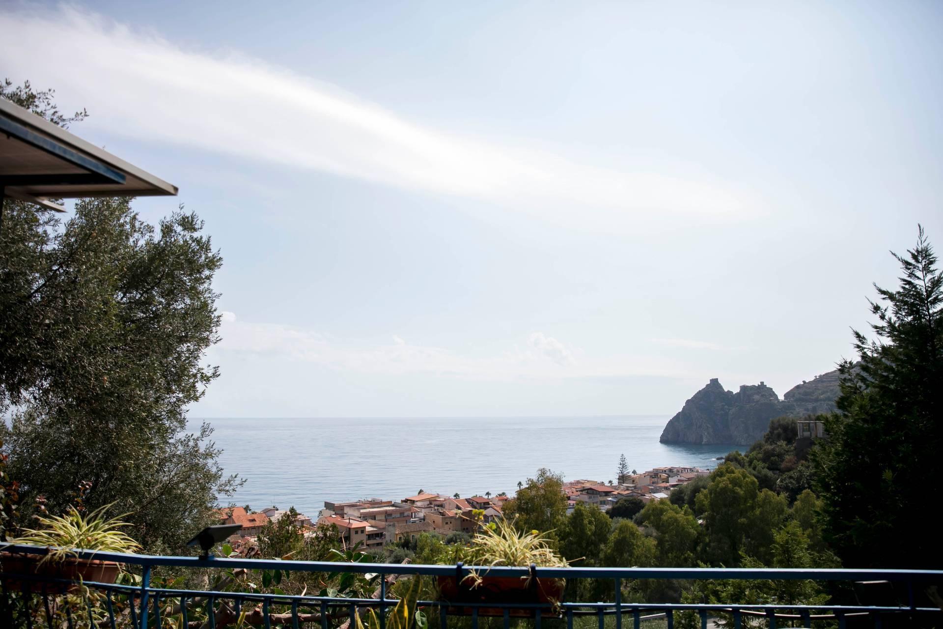 Villa in vendita a Sant'alessio Siculo (ME)
