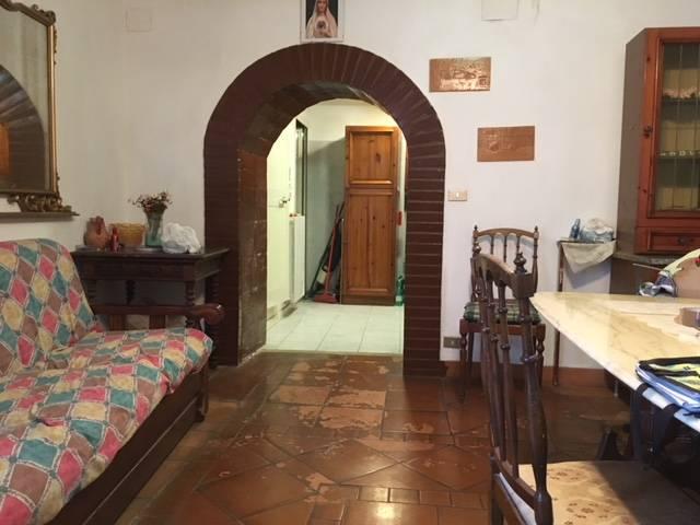 Appartamento in vendita a Civita Castellana, 5 locali, zona Località: CentroStorico, prezzo € 23.000 | CambioCasa.it