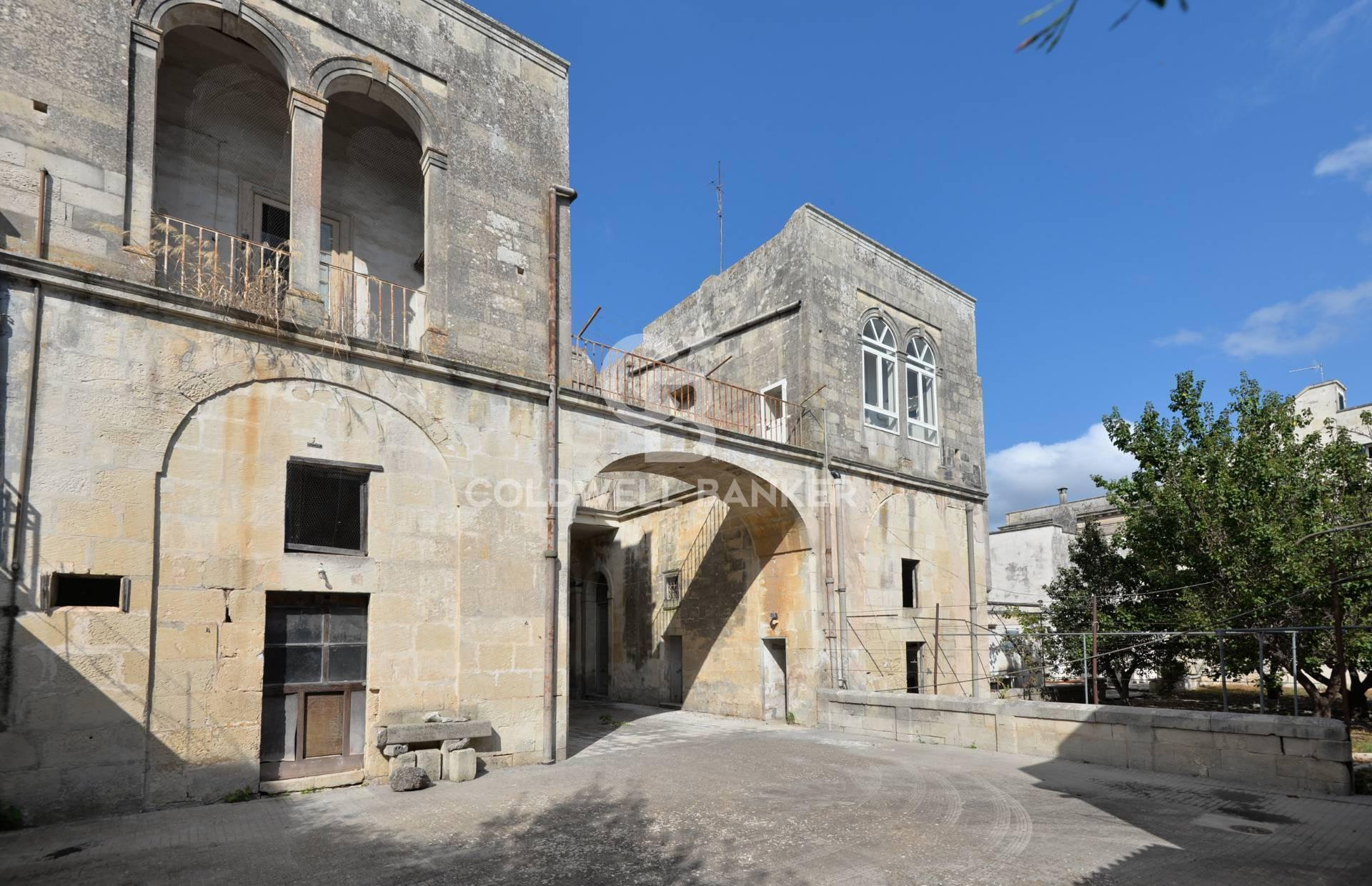 Stabile Intero - Palazzo, 350 Mq, Vendita - Maglie (LE)