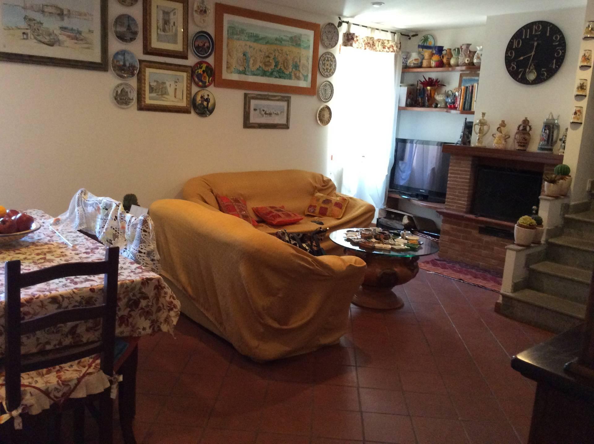Appartamento in vendita a Ronciglione, 4 locali, zona Località: centro, prezzo € 89.000 | CambioCasa.it