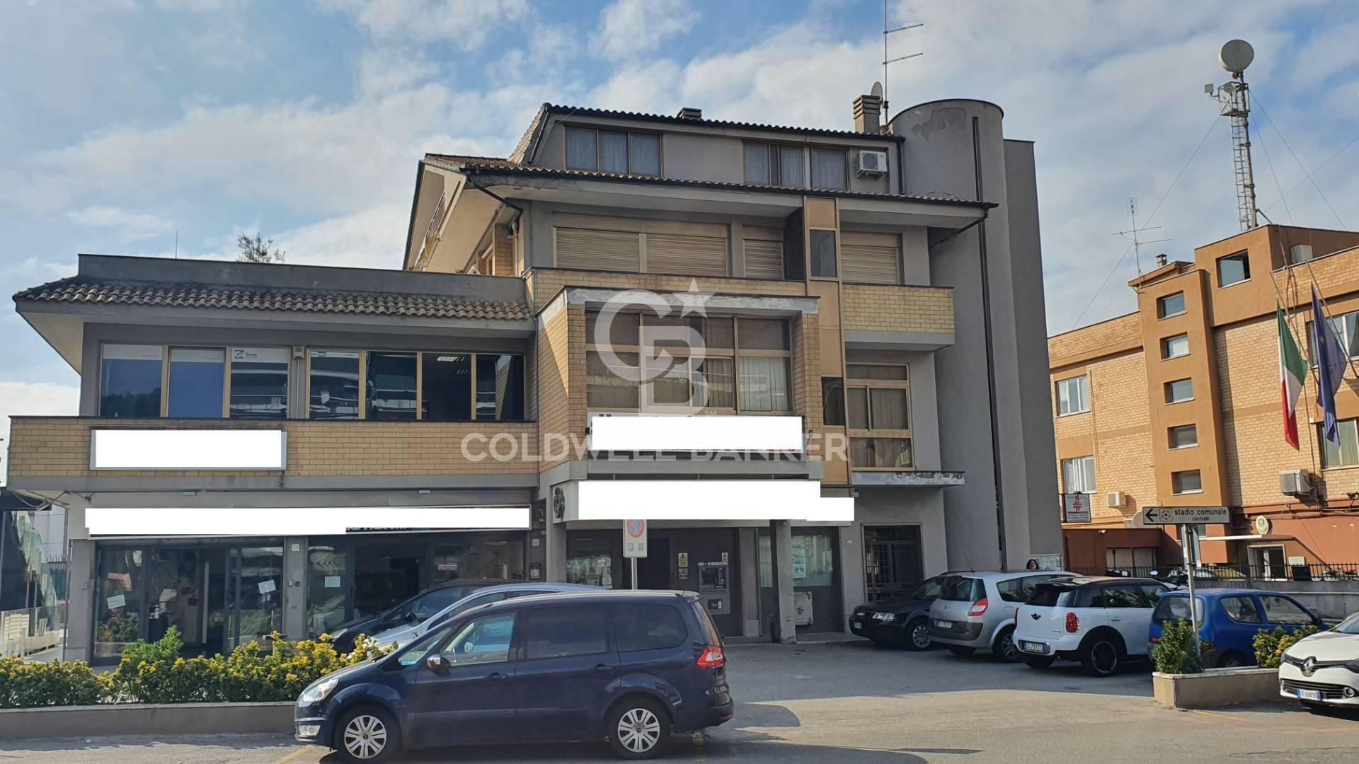 Ufficio / Studio in affitto a Pomezia, 9999 locali, zona Località: Centro, prezzo € 1.265   CambioCasa.it