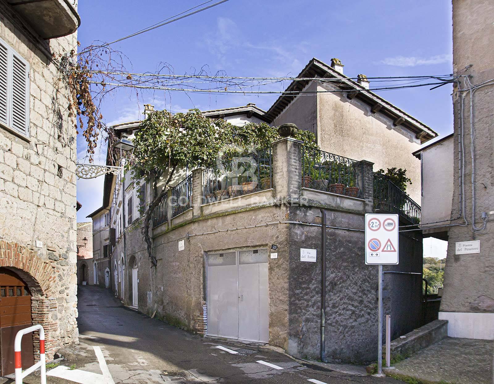 Villa in vendita a Carbognano, 15 locali, zona Località: centro, prezzo € 500.000   CambioCasa.it