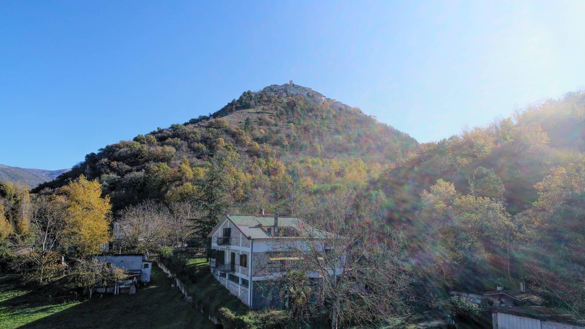 Villa in vendita a Labro, 10 locali, zona Località: ValleAvanzana, prezzo € 280.000 | CambioCasa.it