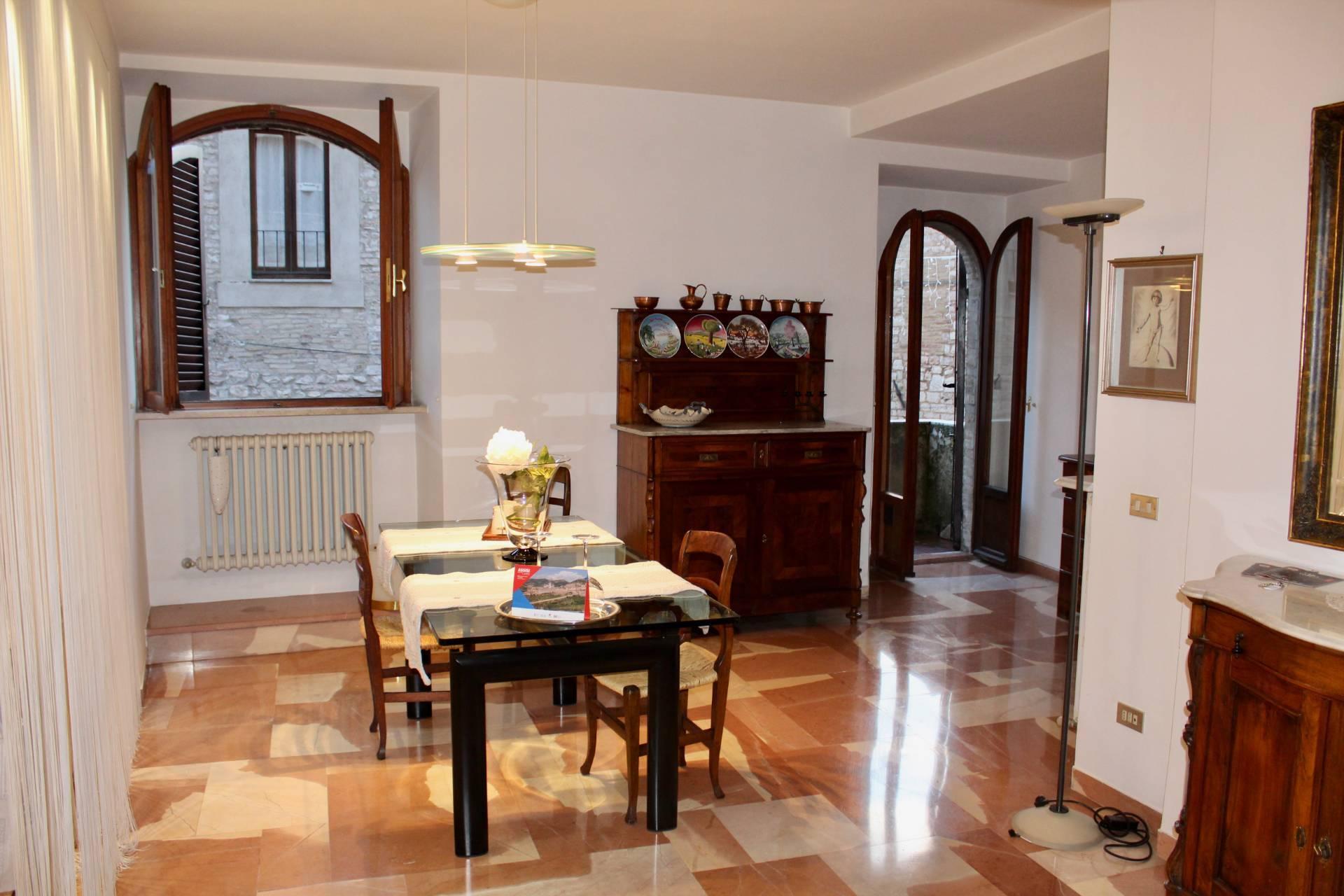 Appartamento in vendita a Assisi, 3 locali, zona Località: Assisicentro, prezzo € 250.000 | CambioCasa.it