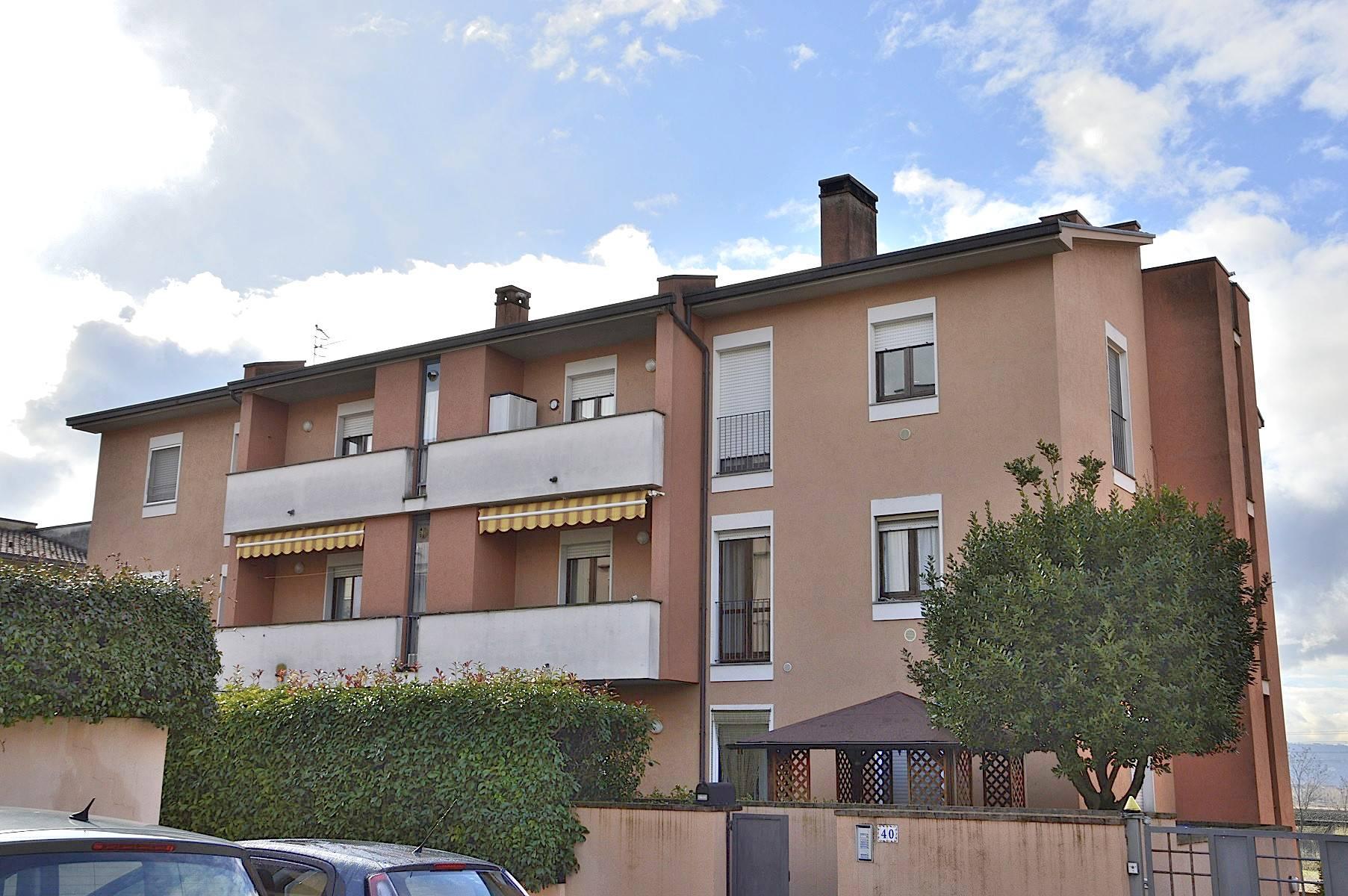 Appartamento in vendita a Foligno, 4 locali, prezzo € 119.000 | CambioCasa.it