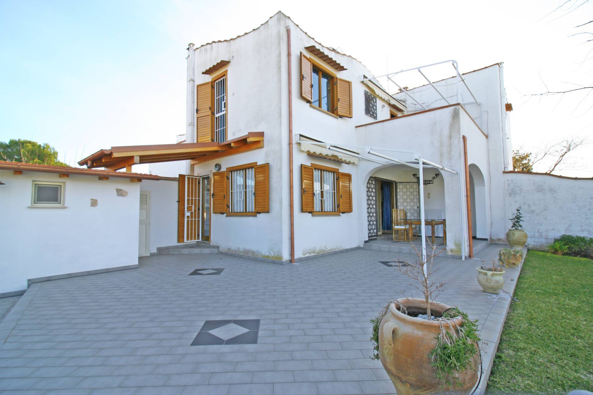 Villa in vendita a Montalto di Castro, 3 locali, zona Località: MontaltoMarina, prezzo € 260.000 | CambioCasa.it