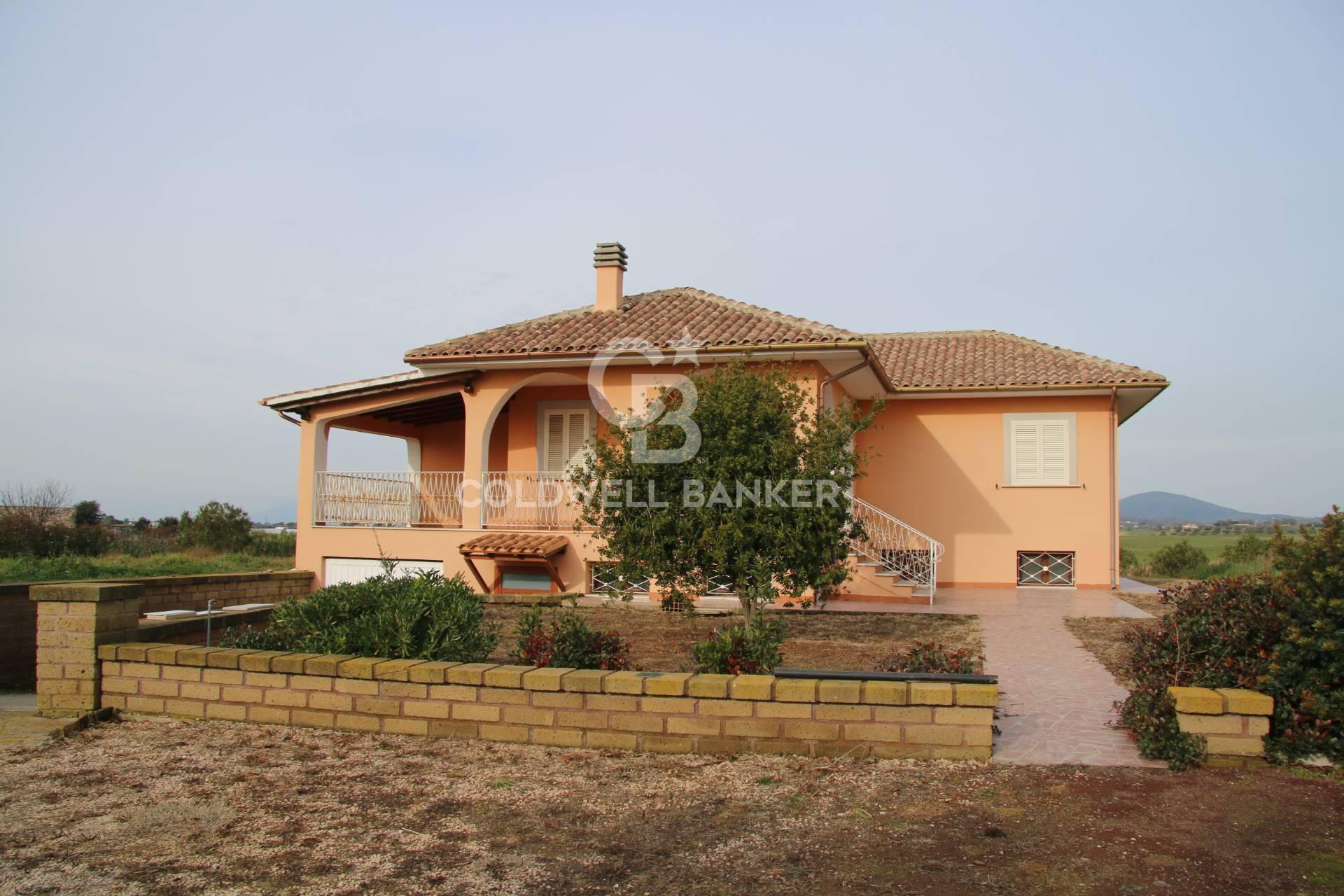 Villa in vendita a Montalto di Castro, 12 locali, zona Località: PesciaRomana, prezzo € 420.000 | CambioCasa.it