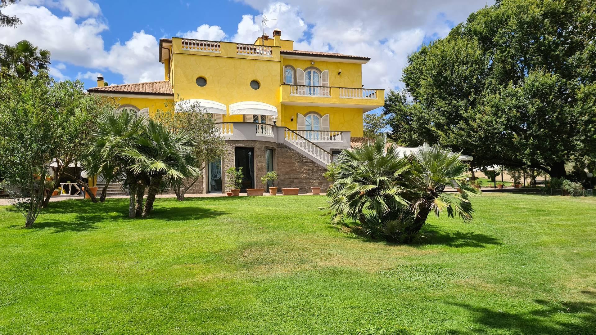 Villa in vendita a Bassano Romano, 22 locali, prezzo € 2.200.000   CambioCasa.it