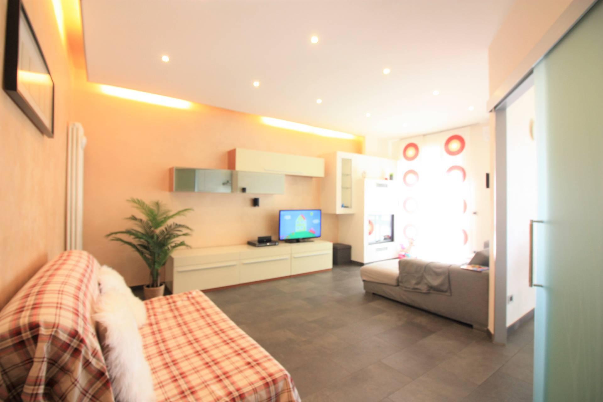 Appartamento in vendita a Ronciglione, 7 locali, zona Località: semi-centrale, prezzo € 130.000   CambioCasa.it