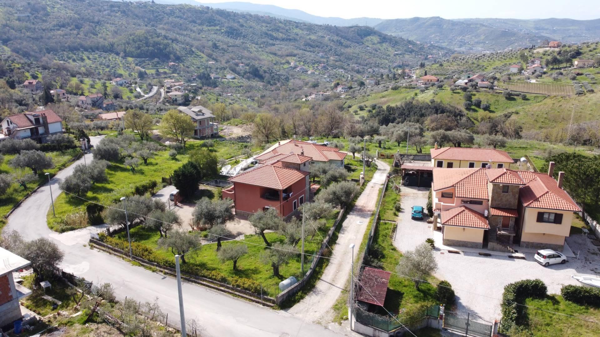 Villa in vendita a Agropoli, 11 locali, prezzo € 390.000 | CambioCasa.it