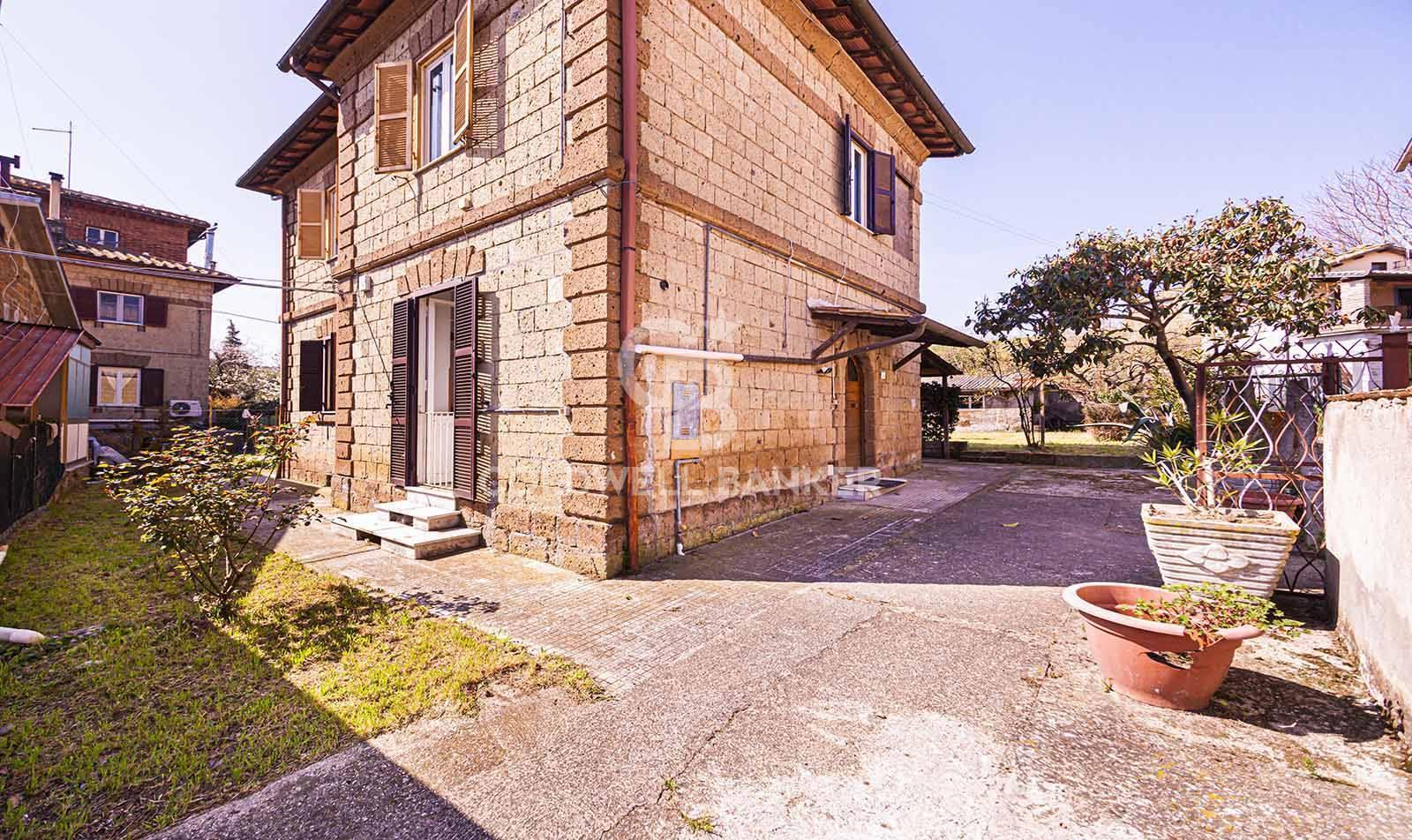 Villa in vendita a Carbognano, 5 locali, zona Località: centro, prezzo € 119.000   CambioCasa.it