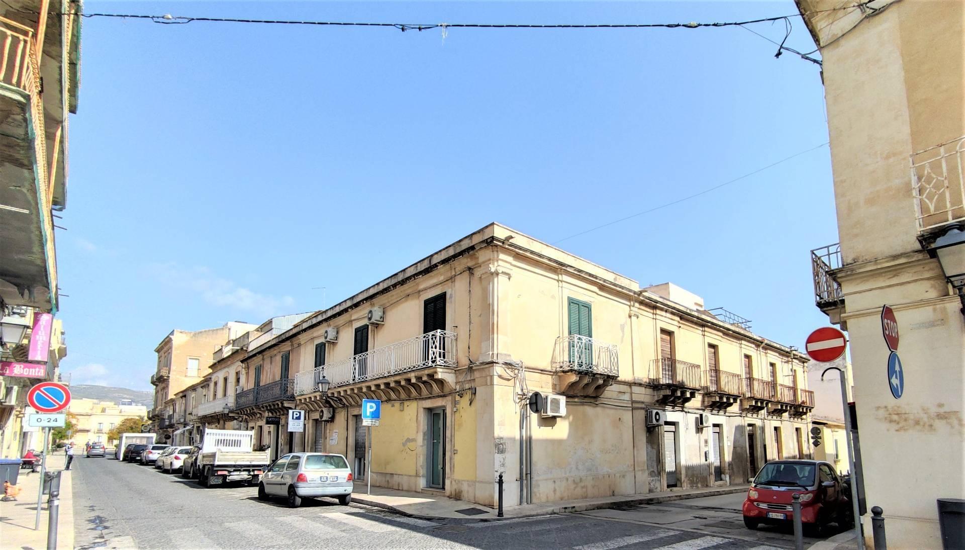 Negozio / Locale in vendita a Avola, 9999 locali, prezzo € 200.000   CambioCasa.it