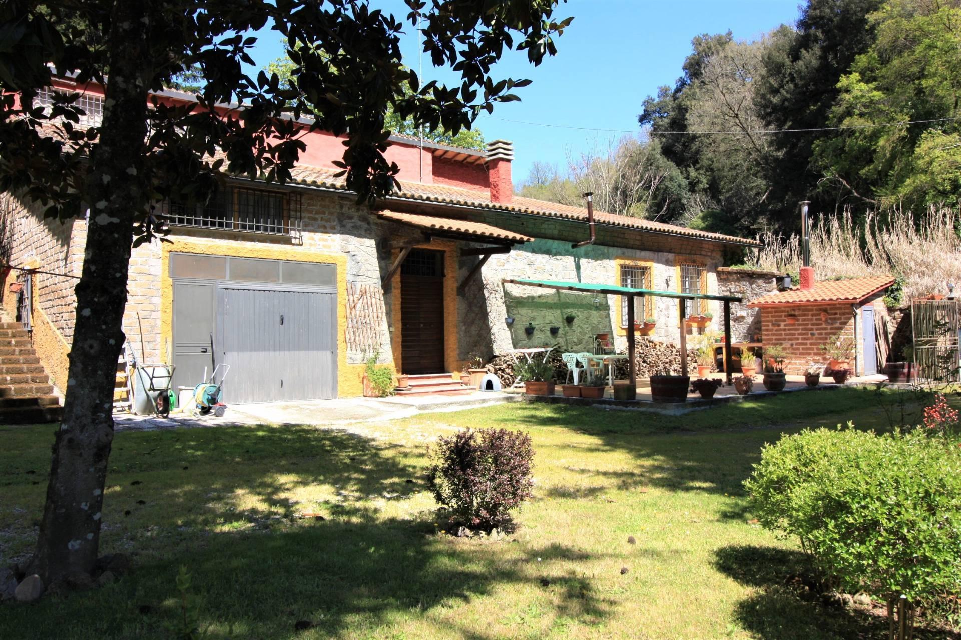 Villa in vendita a Ronciglione, 6 locali, prezzo € 260.000   CambioCasa.it