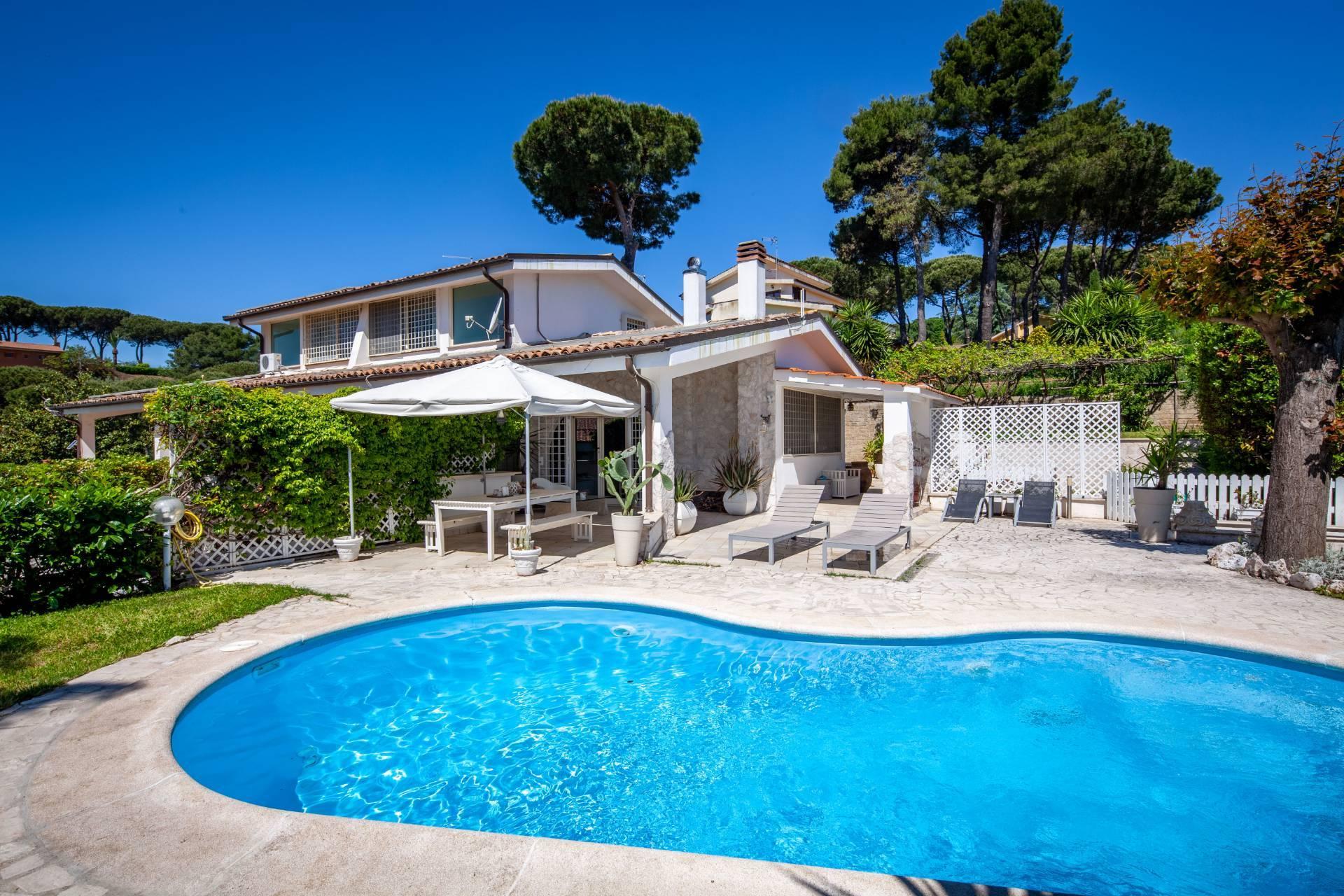 Villa in vendita a Castelnuovo di Porto, 8 locali, prezzo € 370.000 | CambioCasa.it