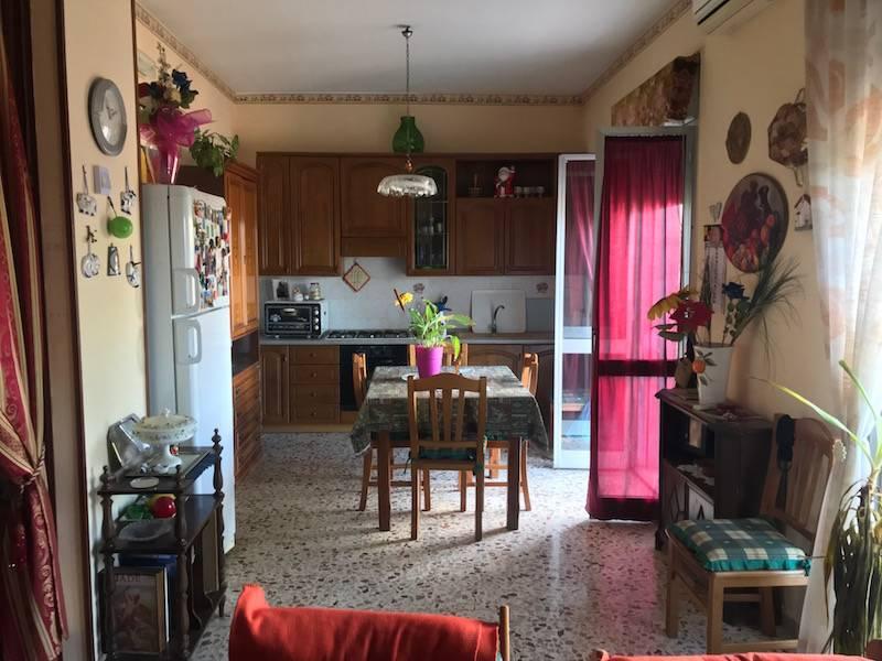 Appartamento in vendita a Floridia, 5 locali, prezzo € 60.000 | CambioCasa.it