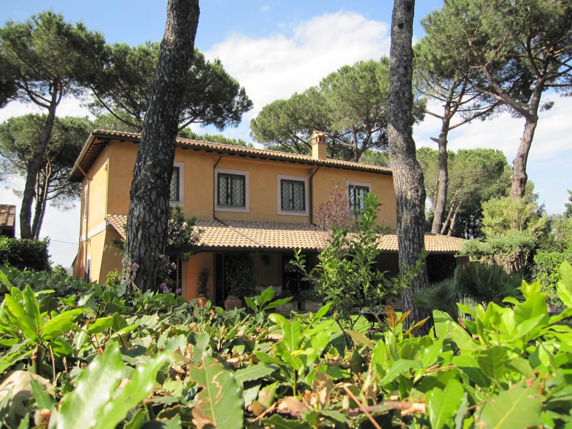 Villa in vendita a Sacrofano, 8 locali, prezzo € 539.000 | CambioCasa.it