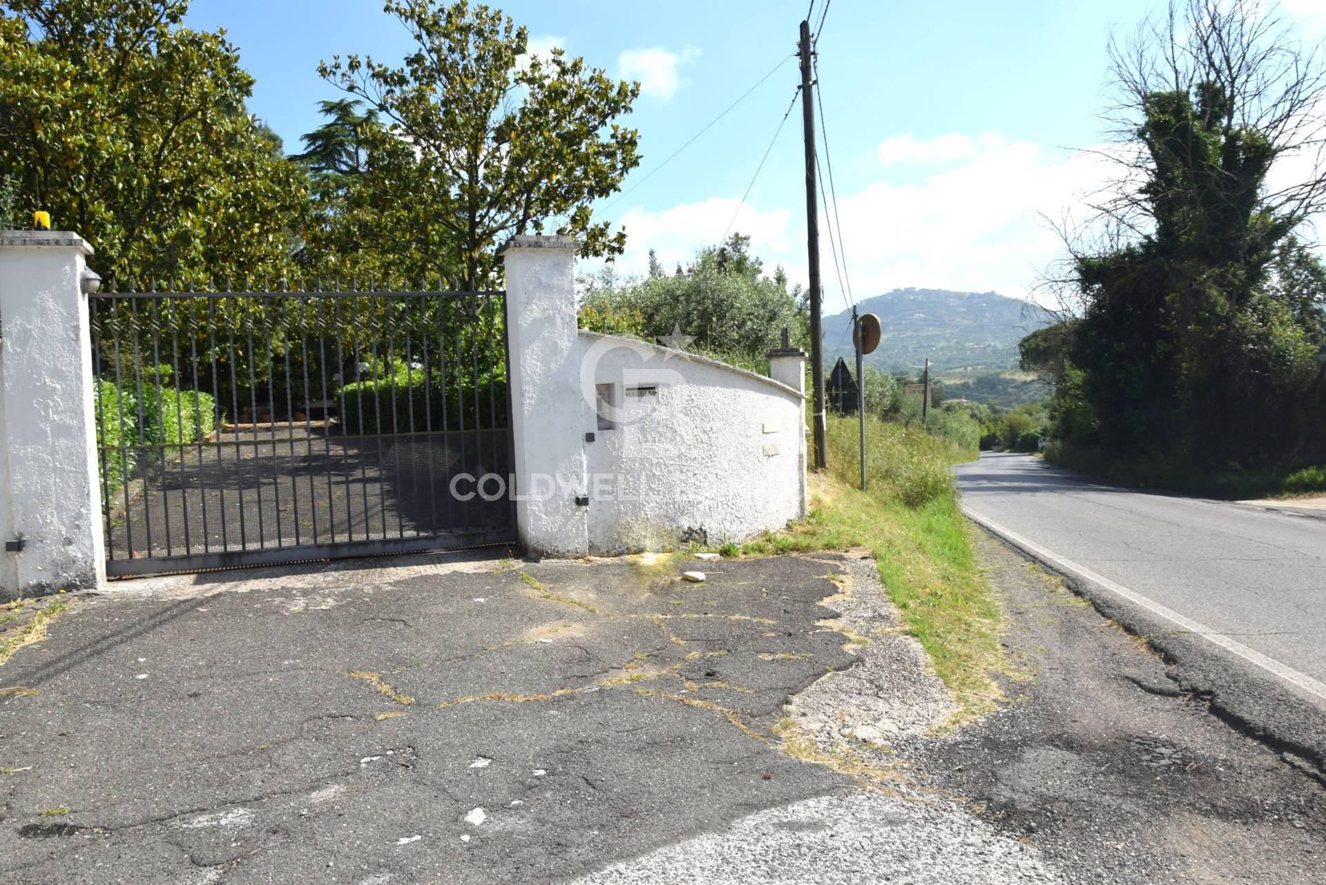 Villa in vendita a Sant'Angelo Romano, 8 locali, zona Zona: Montardone, prezzo € 390.000 | CambioCasa.it