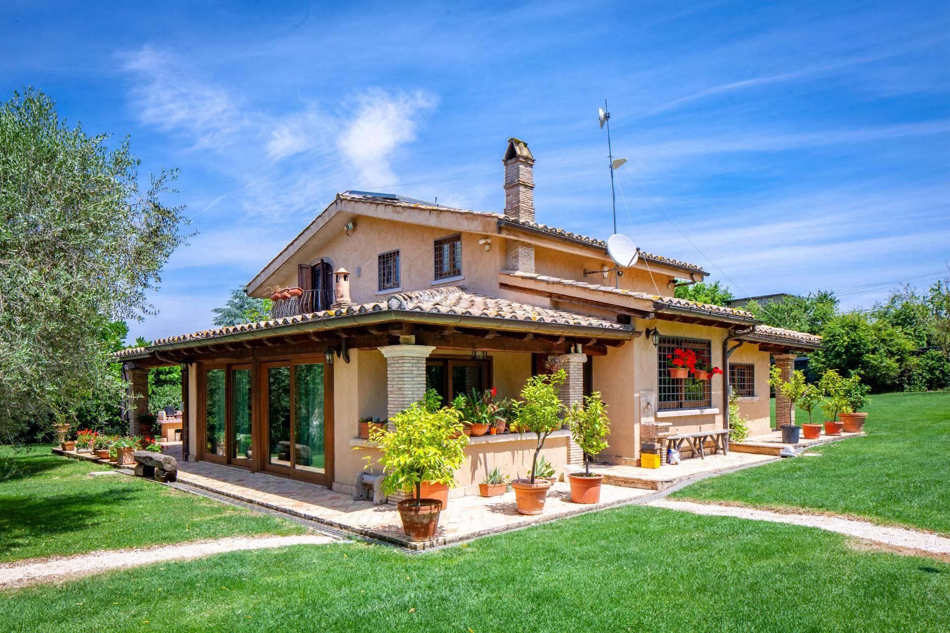 Villa in vendita a Sacrofano, 6 locali, prezzo € 675.000 | CambioCasa.it