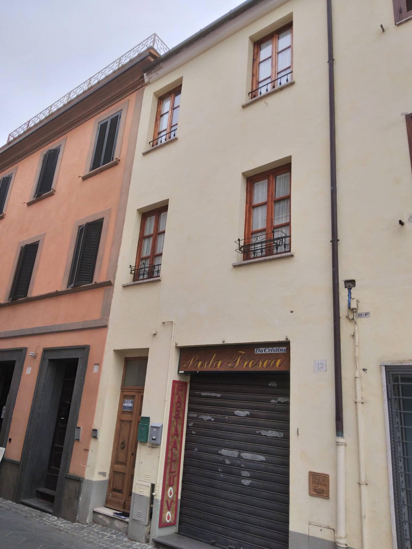 Palazzo / Stabile in Vendita a Bolsena