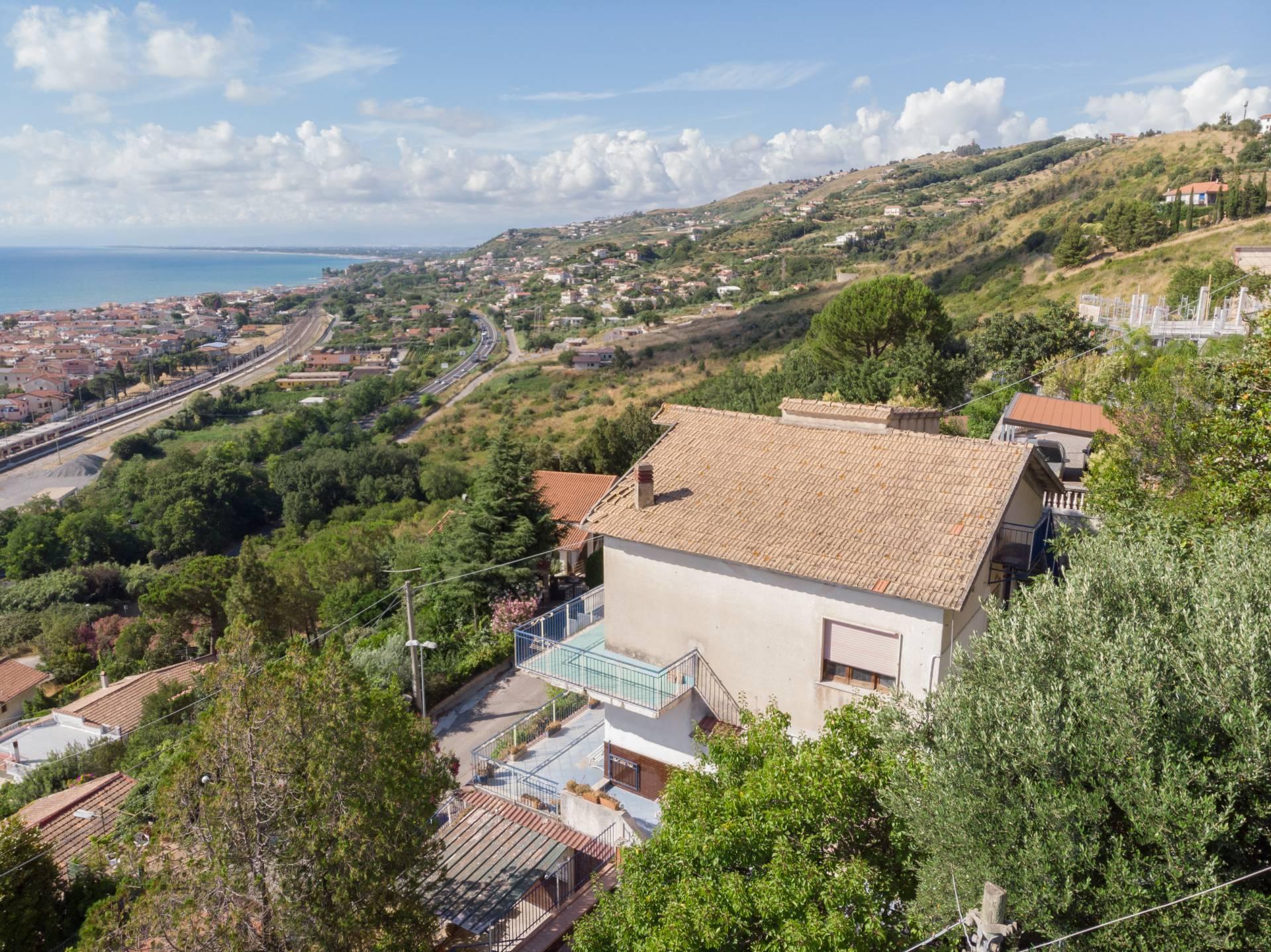 Villa in vendita a Agropoli, 10 locali, prezzo € 310.000 | CambioCasa.it