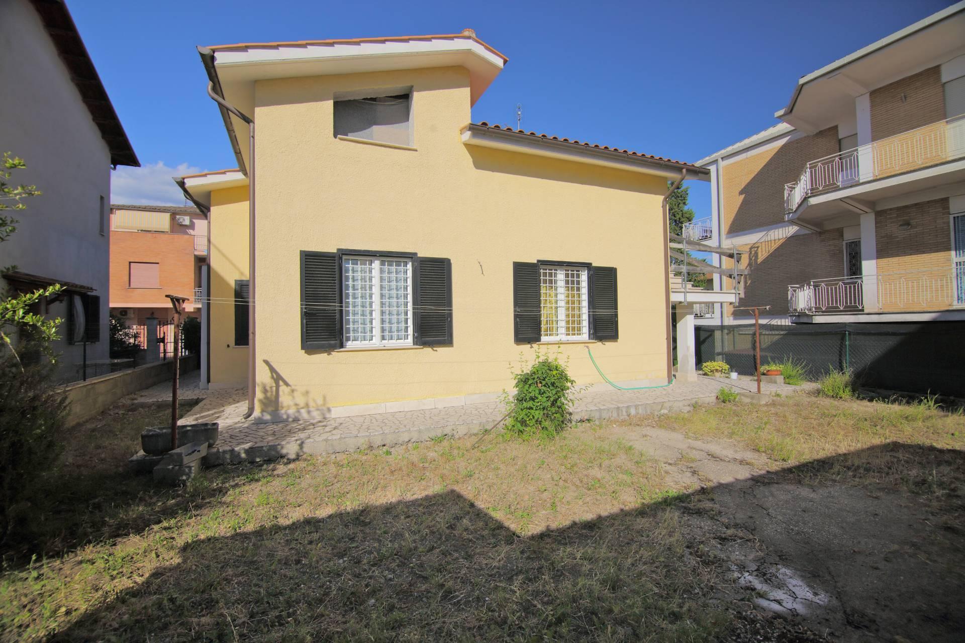 Villa in vendita a Fara in Sabina, 5 locali, zona Località: PassoCorese, prezzo € 195.000   CambioCasa.it