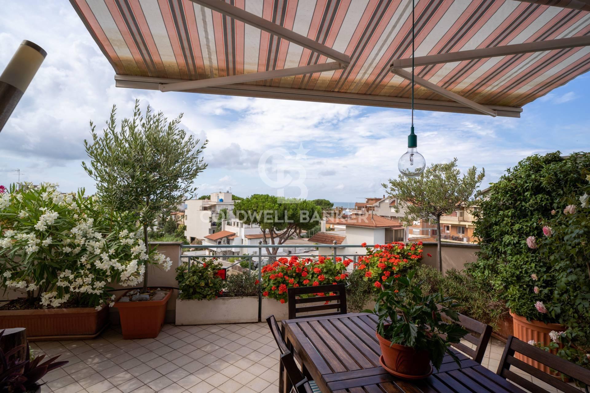 Attico / Mansarda in vendita a Santa Marinella, 4 locali, zona Località: Centro, prezzo € 320.000 | CambioCasa.it