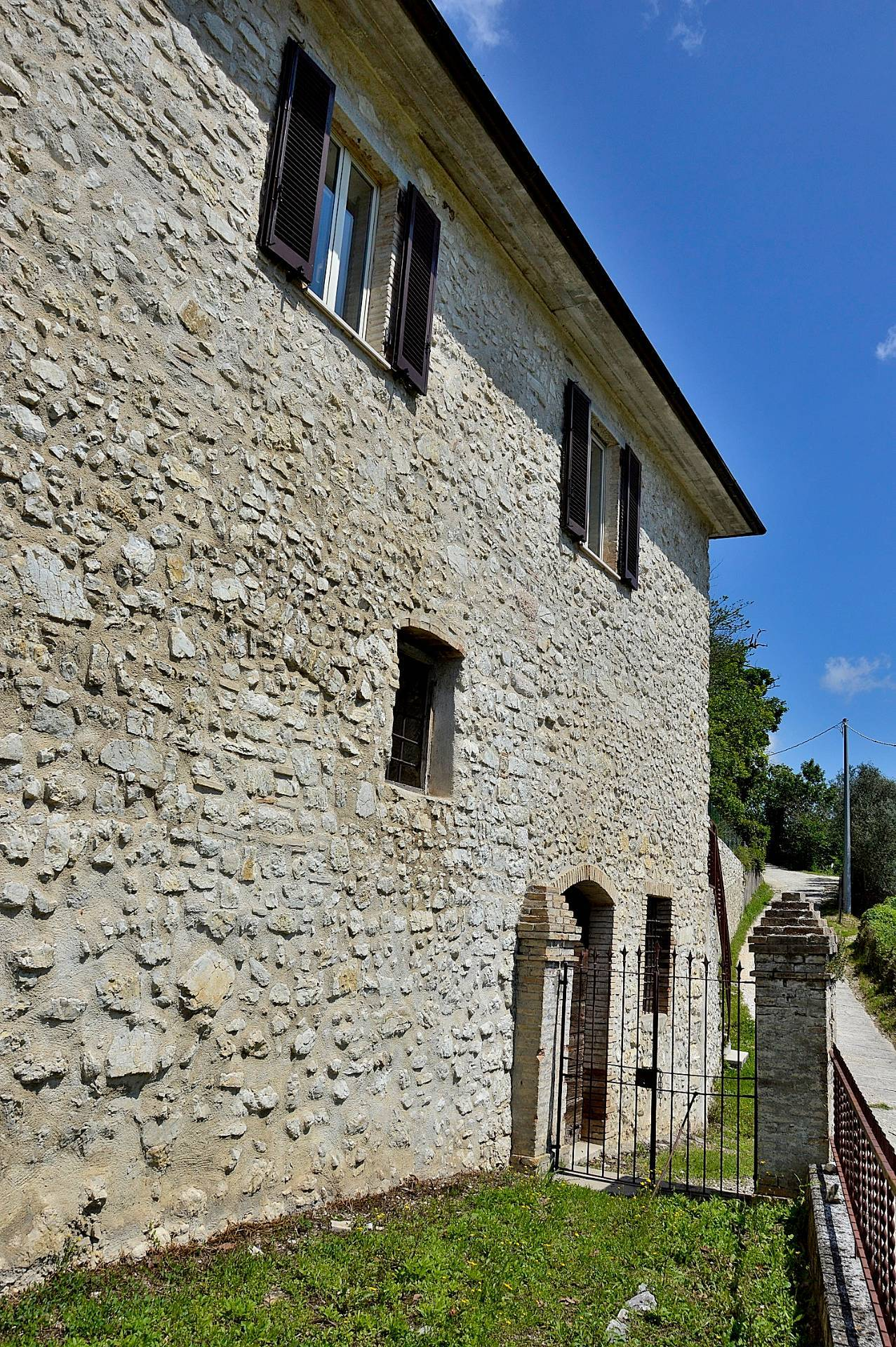 Appartamento in vendita a Arrone, 6 locali, zona Località: Arrone-Centro, prezzo € 86.000 | CambioCasa.it
